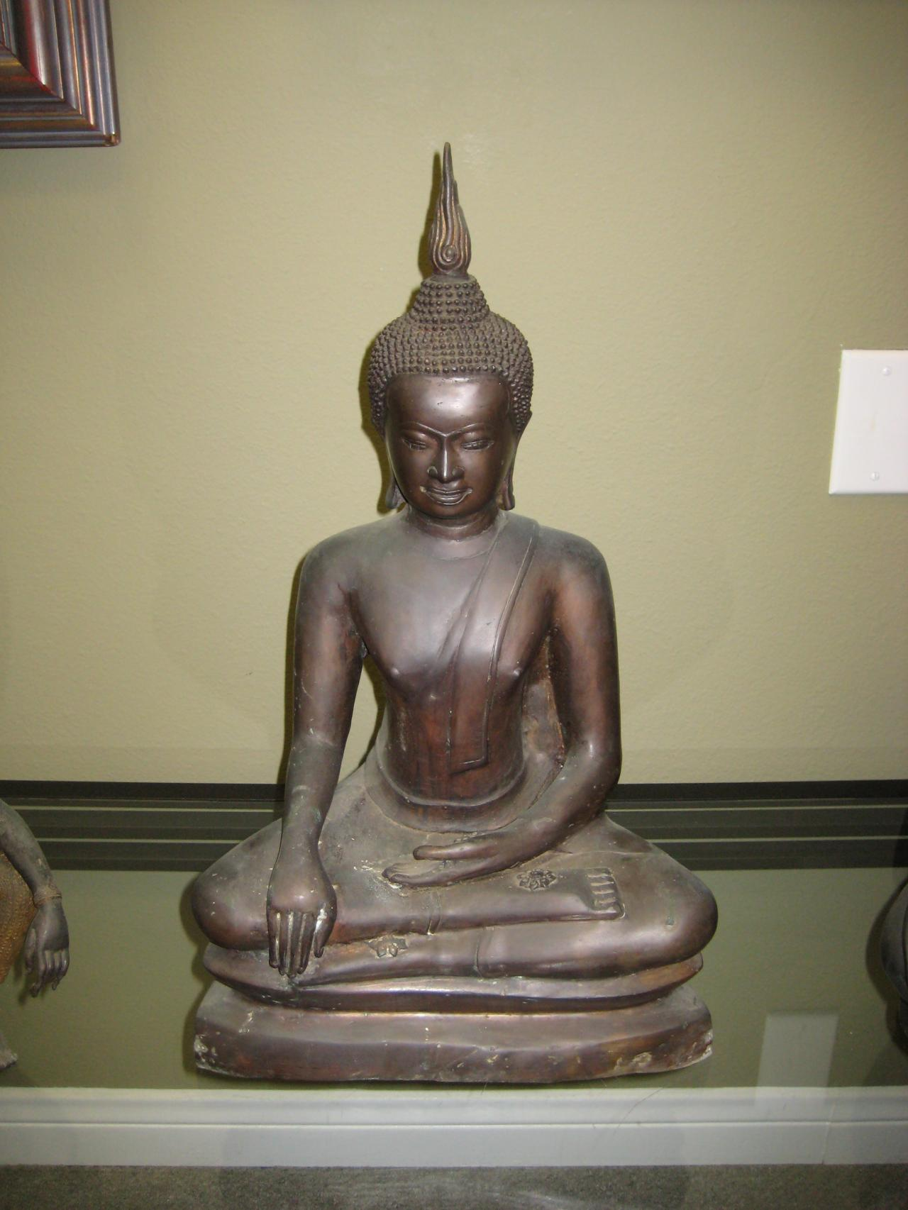 Art Gallery Antique Buddha And Hindu Statues